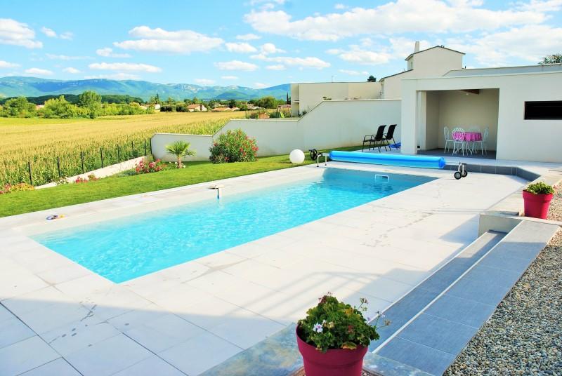 Construction d 39 une maison contemporaine avec piscine sur for Construction piscine 29